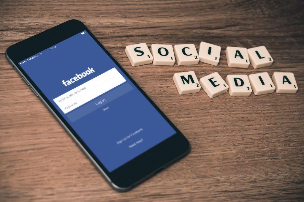 Aller à Facebook, le nouveau média ? * S-sens stratège